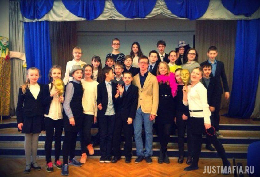 Ведущие Мафии Вячеслав, Ольга и юные игроки