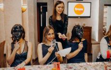 Ведущая Елена Козлова проводит Мафию для компании Speak Up