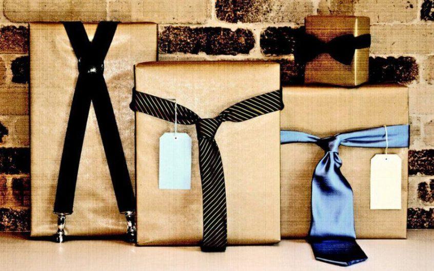 Подарочные коробки, повязанные галстуками
