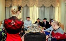 Ведущий Мафии Ольга, мужчины в шляпах
