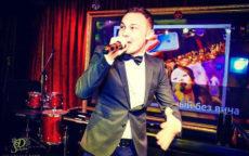 Ведущий Мафии Руслан танцует с микрофоном