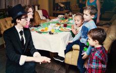 Фокусник Павел готовит сюрприз для ребят